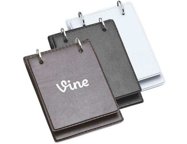 http://www.criativebrindes.com.br/content/interfaces/cms/userfiles/produtos/bloco-de-anotacoes-de-mesa-em-couro-personalizado-para-brindes-2-321.jpg